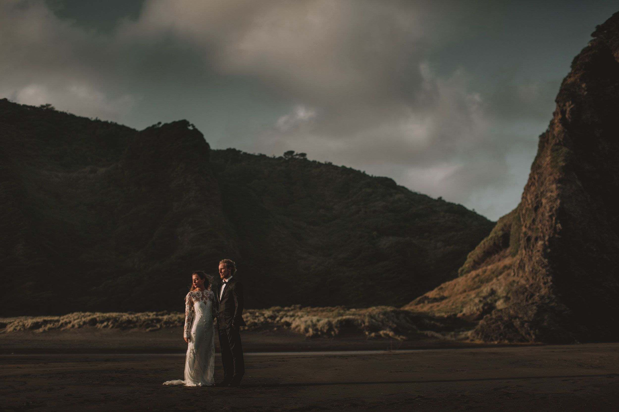elopement on piha beach new zealand photographer