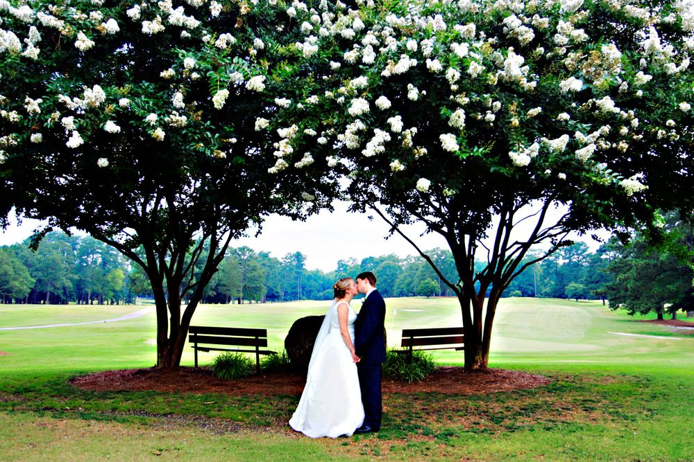 Bride and groom wedding portrait under a tree photo by Columbia, SC, wedding photographer Jeff Blake