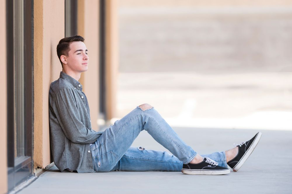 Fargo, North Dakota photographer Zachary Lucy Photography offers senior portraits and photos on request.