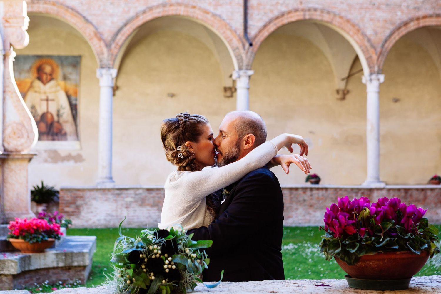 bride and groom kiss wedding photography in Italy by Tuscany destination wedding photographer Elizabeth Armitage