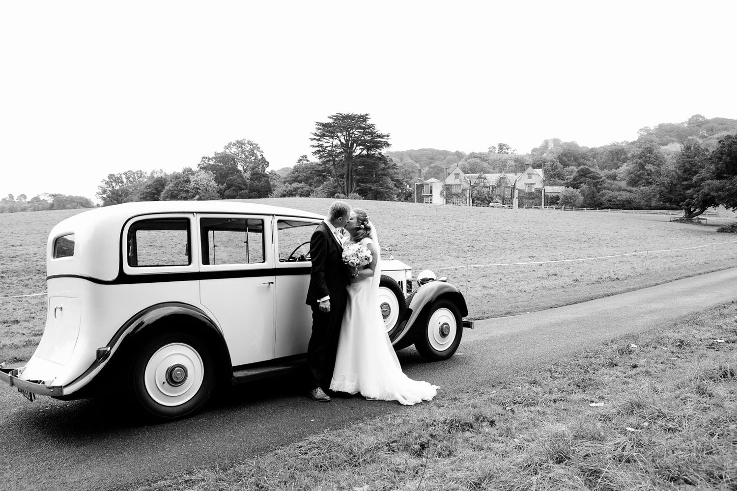 classic car and wedding couple by wedding photographer Elizabeth Armitage