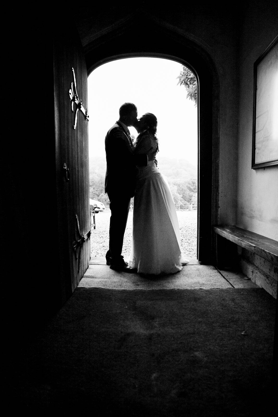 natural wedding photography by Tuscany wedding photographer Elizabeth Armitage