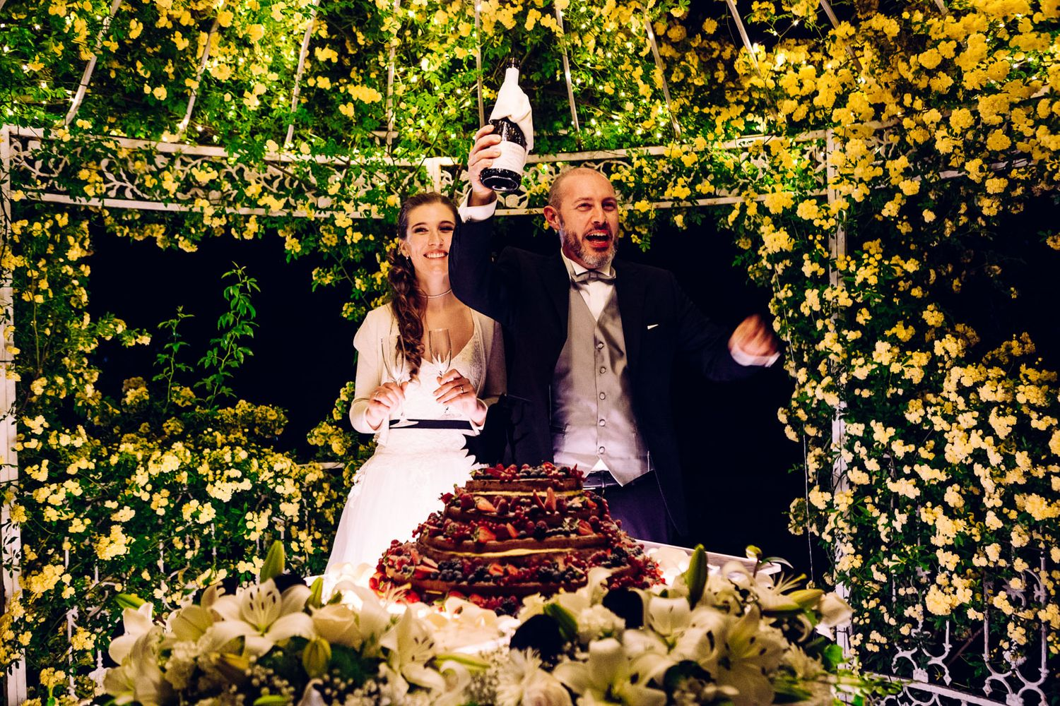 toasting and cutting the cake in Italy wedding by Tuscany based wedding photographer Elizabeth Armitage