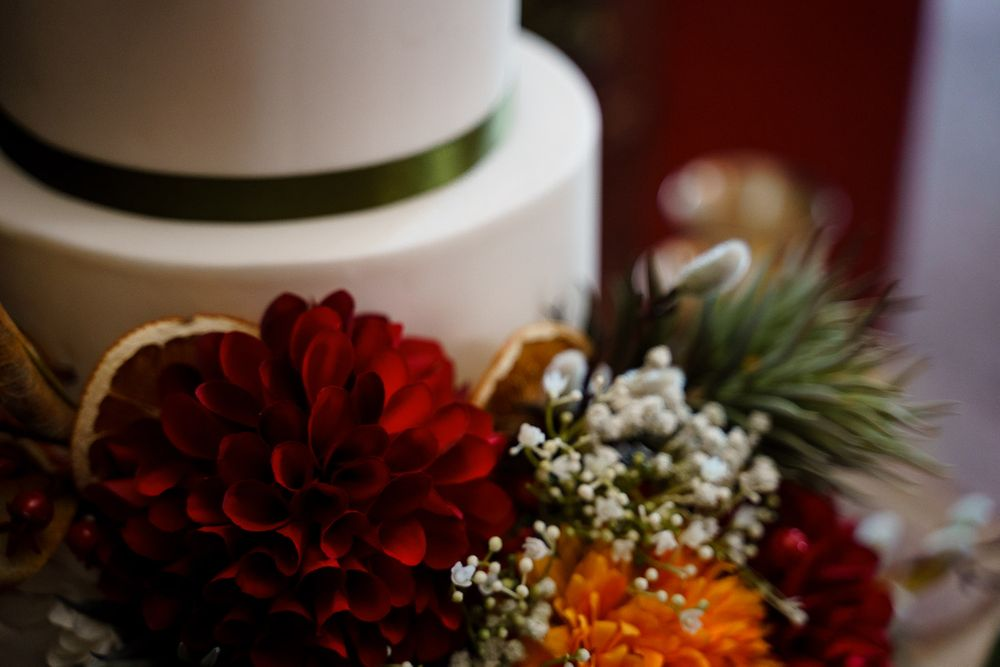 Winter flowers on a cake for a winter wedding.