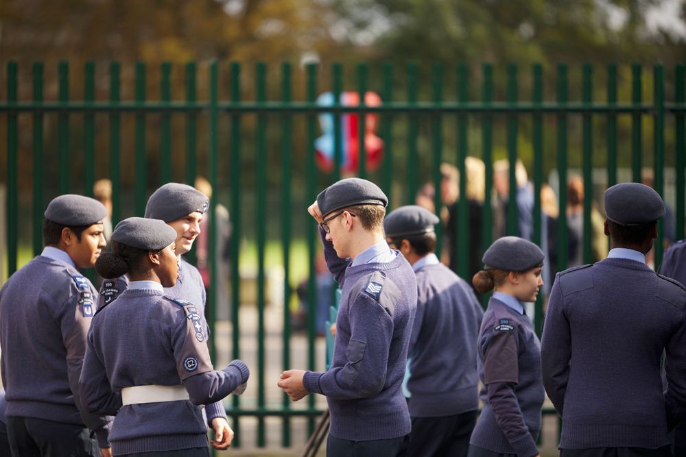 350 (Carshalton & Wallington) Squadron cadets passing on instructions