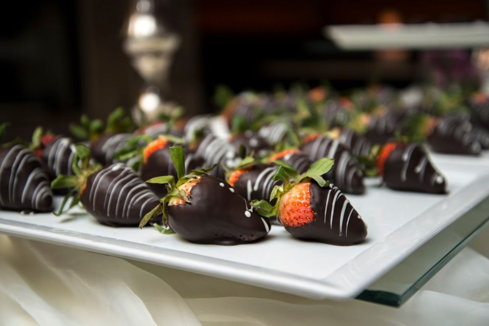 chocalte dipped strawberies