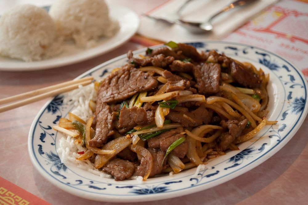 chinese beef stir fry with rice at restaurant