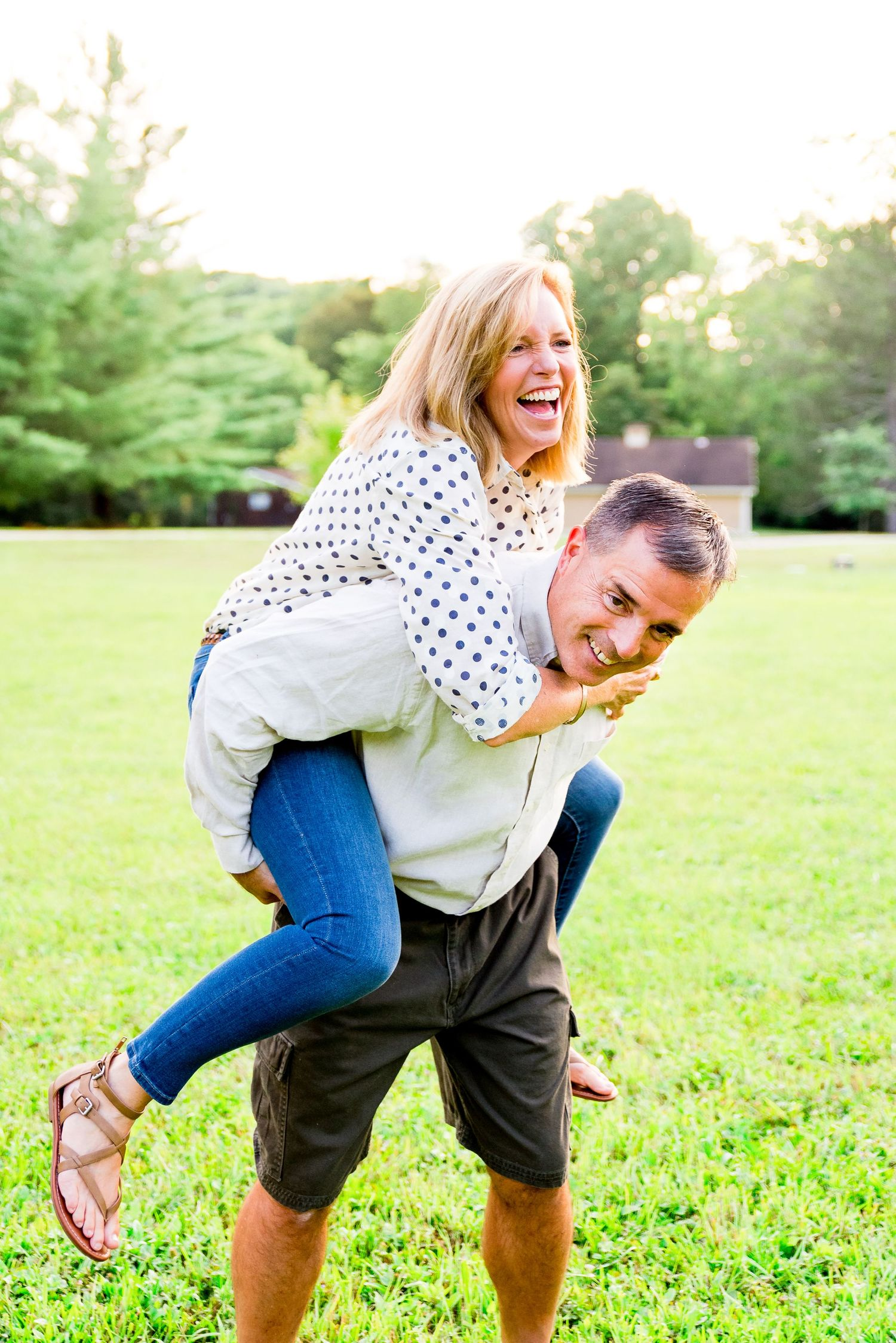 husband and wife, piggy back, family photos, laughing, outdoors, summer, Cincinnati OH