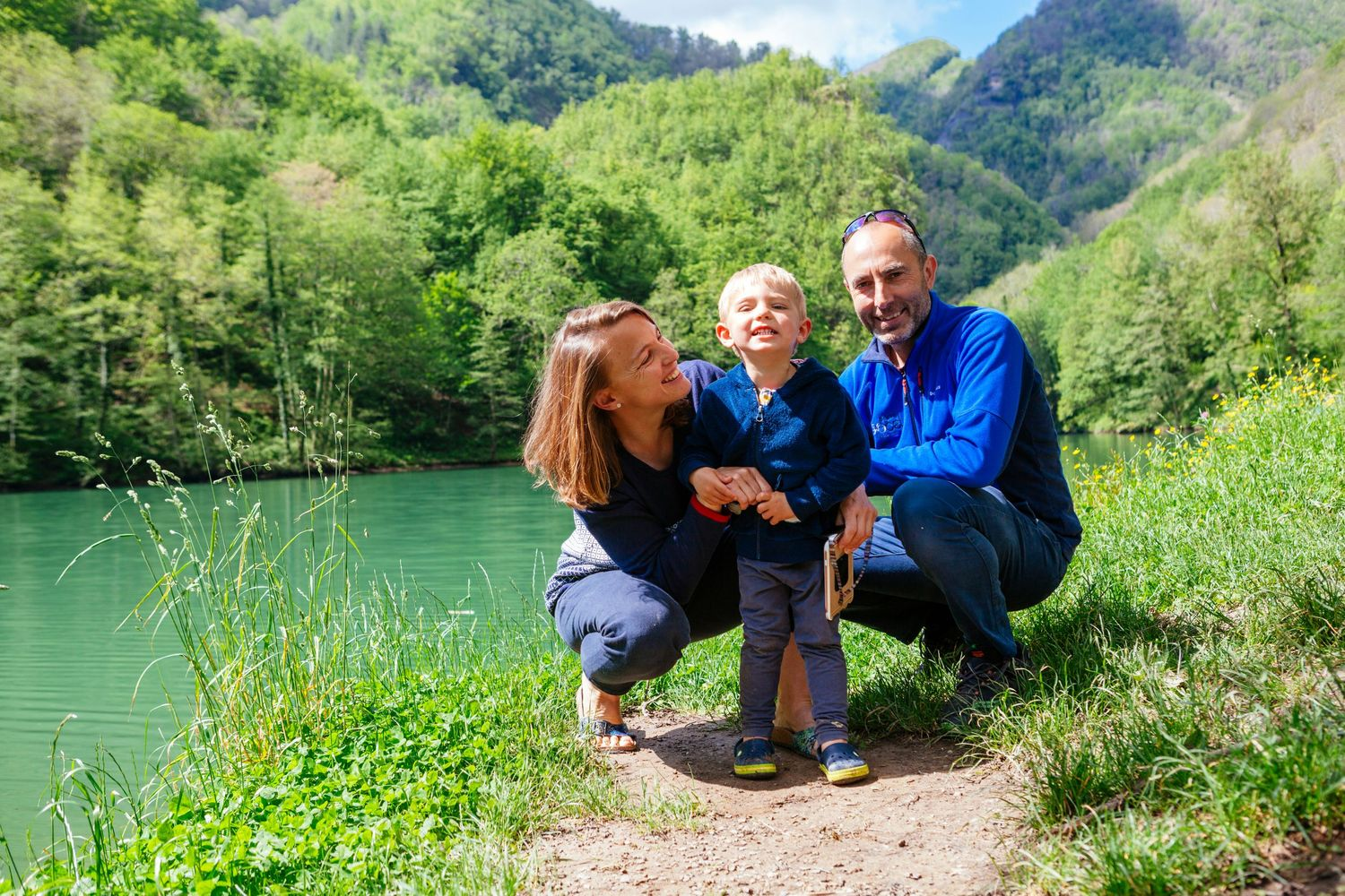 family portrait in Apuan Alps Tuscany by Tuscany wedding and family photographer Elizabeth Armitage
