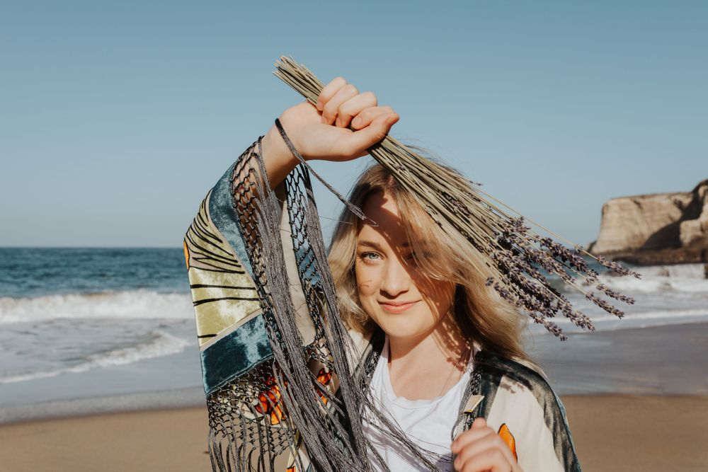 aubree belle presets waves beach portraits fashion photography branding influencer lifestyle blonde girl santa cruz cali
