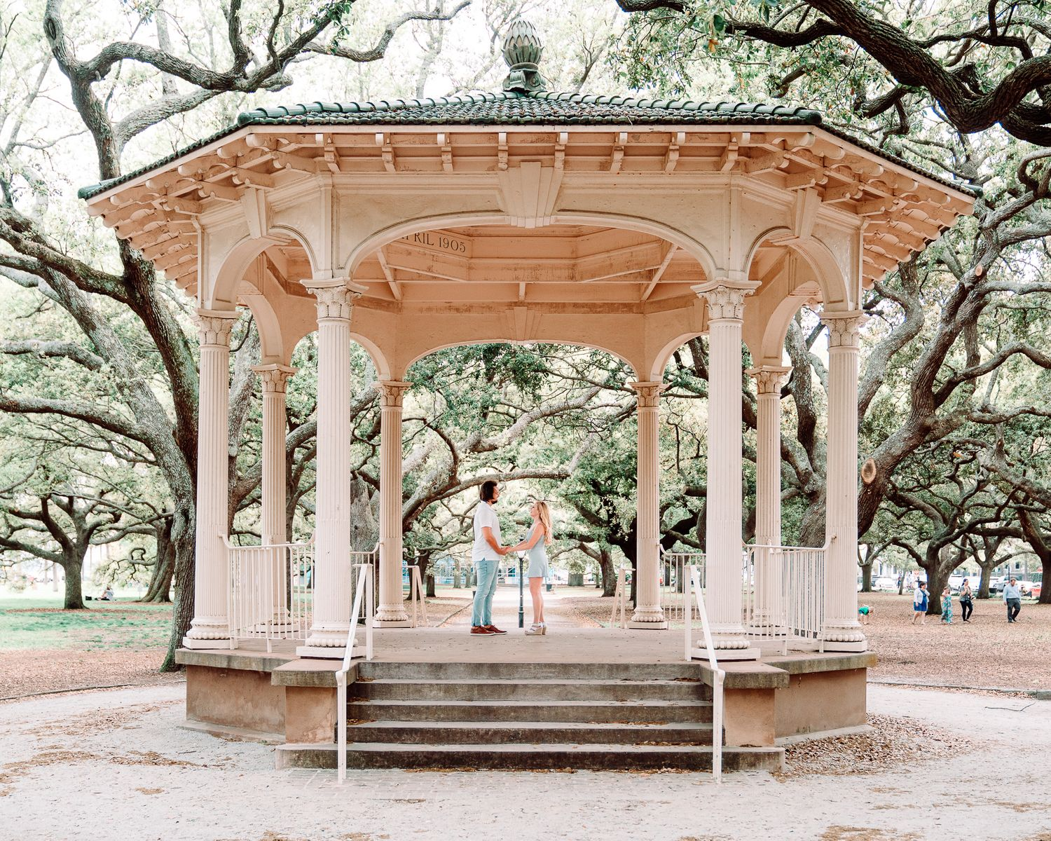 Couple kissing and lauging at the battery in charleston south carolina, photo by PHV Photo