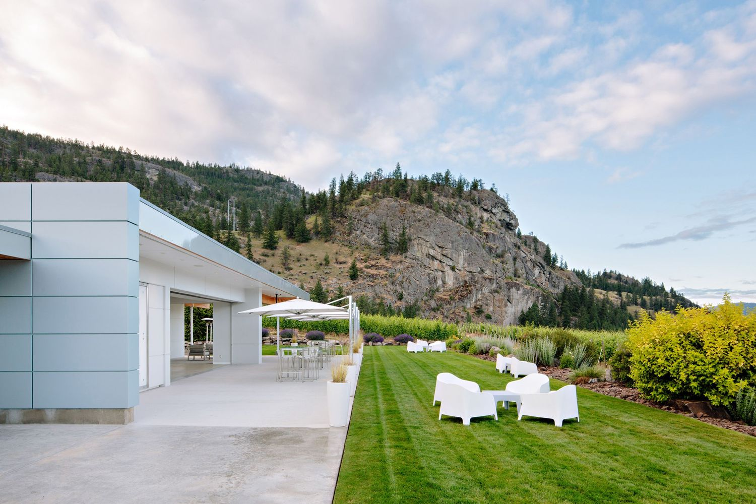 patio seating at okanagan winery
