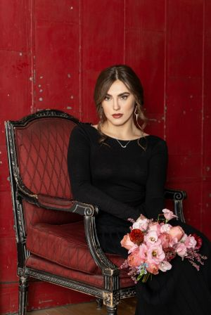Hamilton portrait photographer headshots beauty fashion lifestyle alexis Burton photographer girl in the red chair
