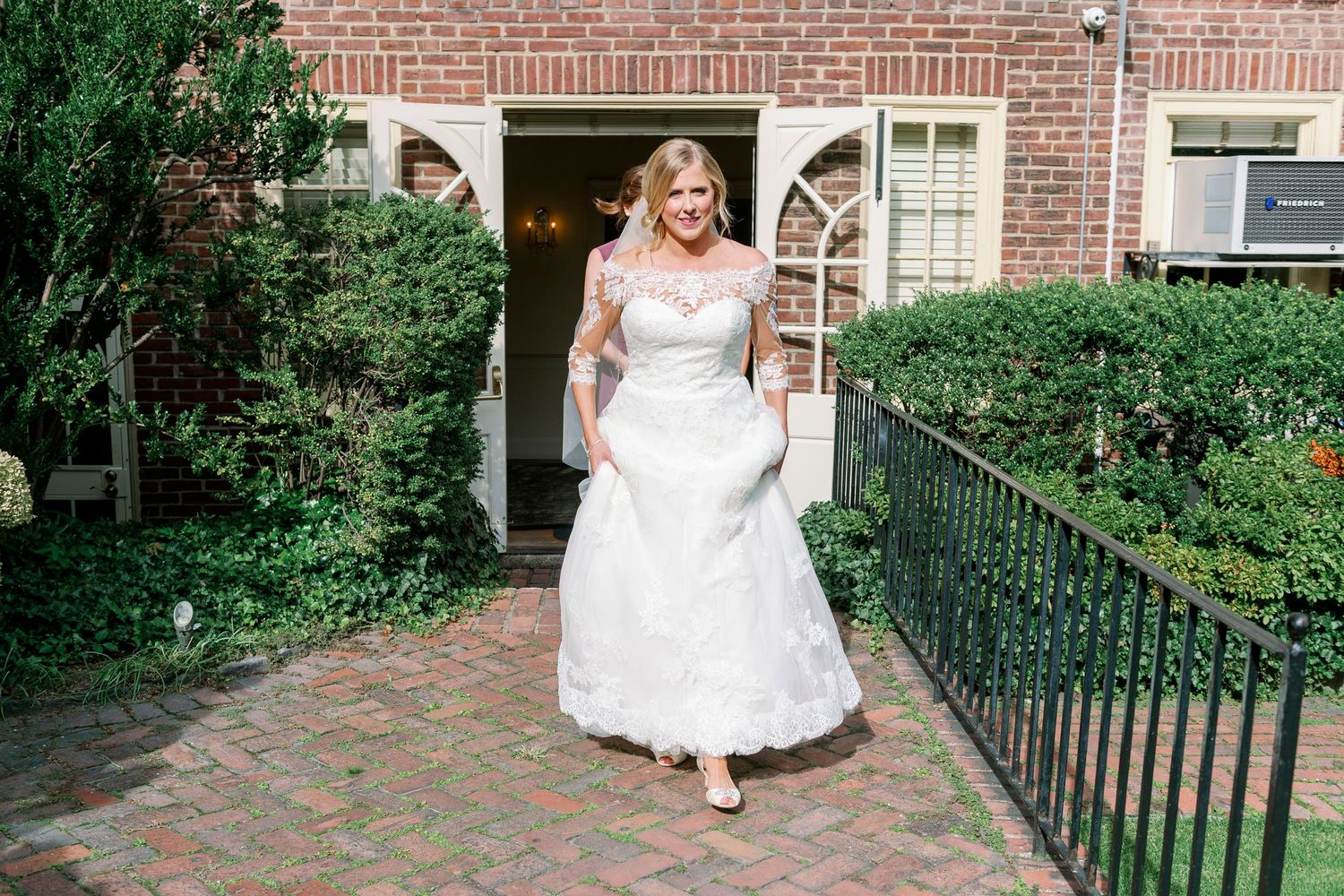 bride arrives in garden at Colonial Dames in Philadelphia