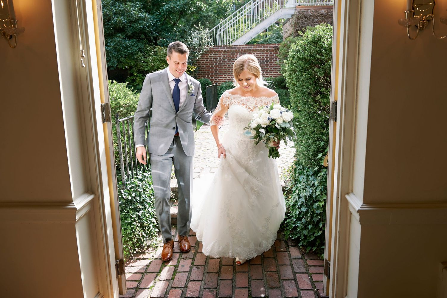 bride and groom enter Colonial Dames in Philadelphia from the garden