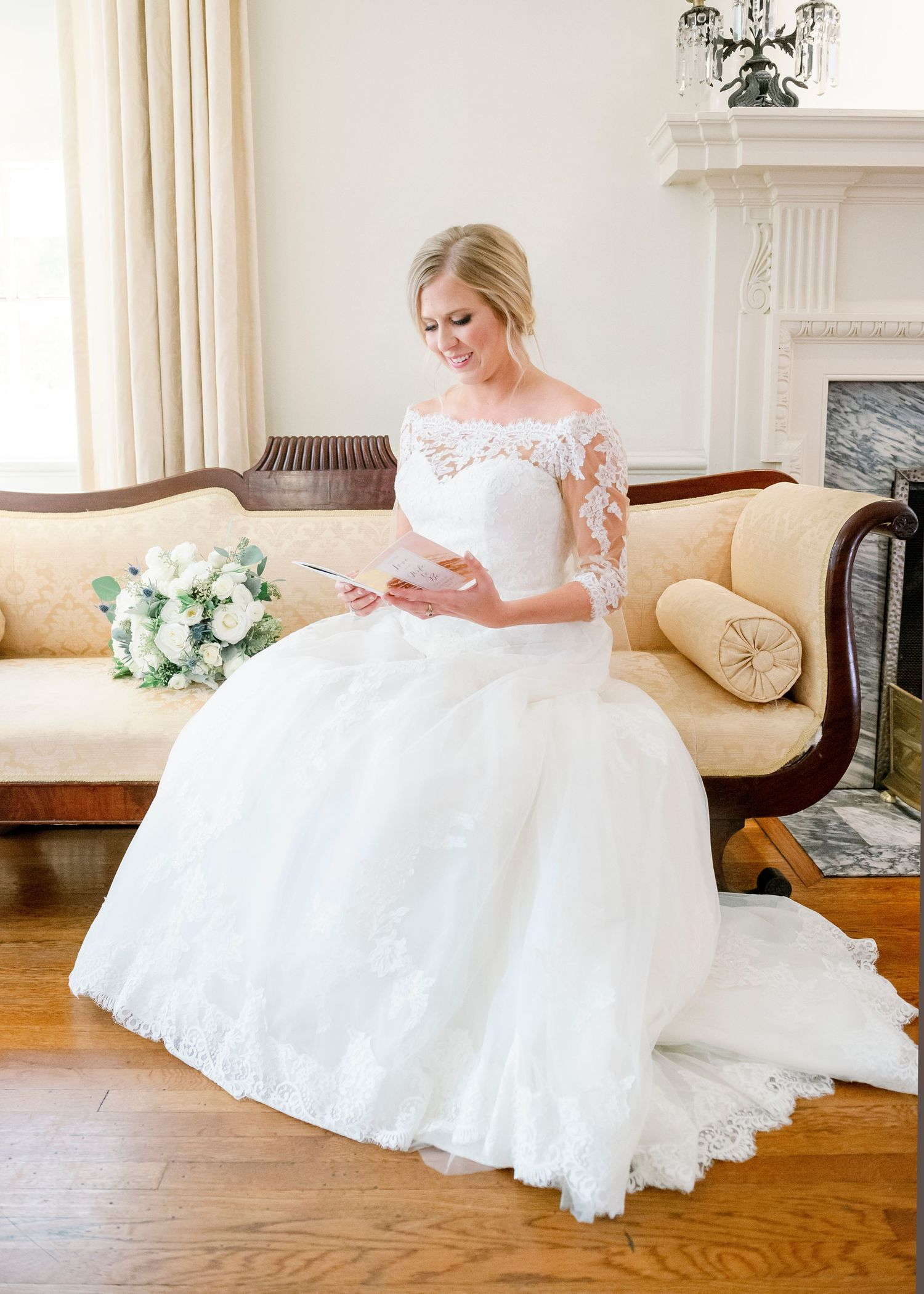 bride reading letter from groom at Colonial Dames in Philadelphia