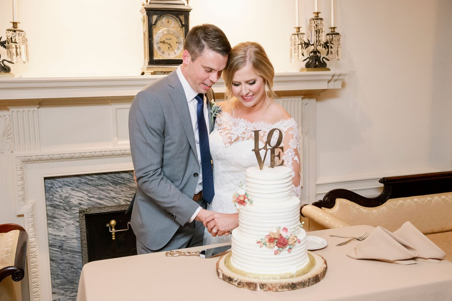 bride and groom cutting the cake at Colonial Dames in Philadelphia