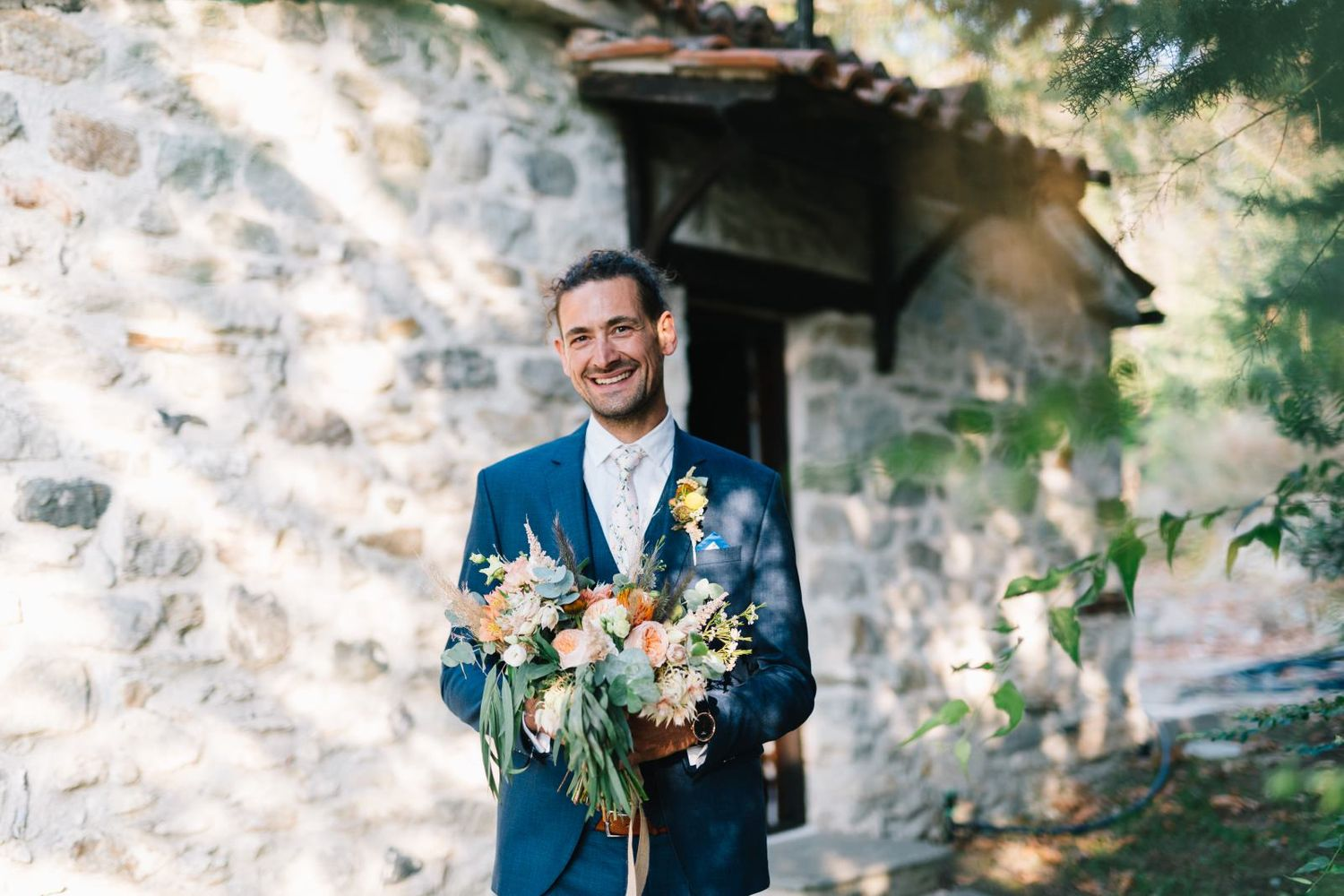 groom is waiting the bride with the wedding bouquet