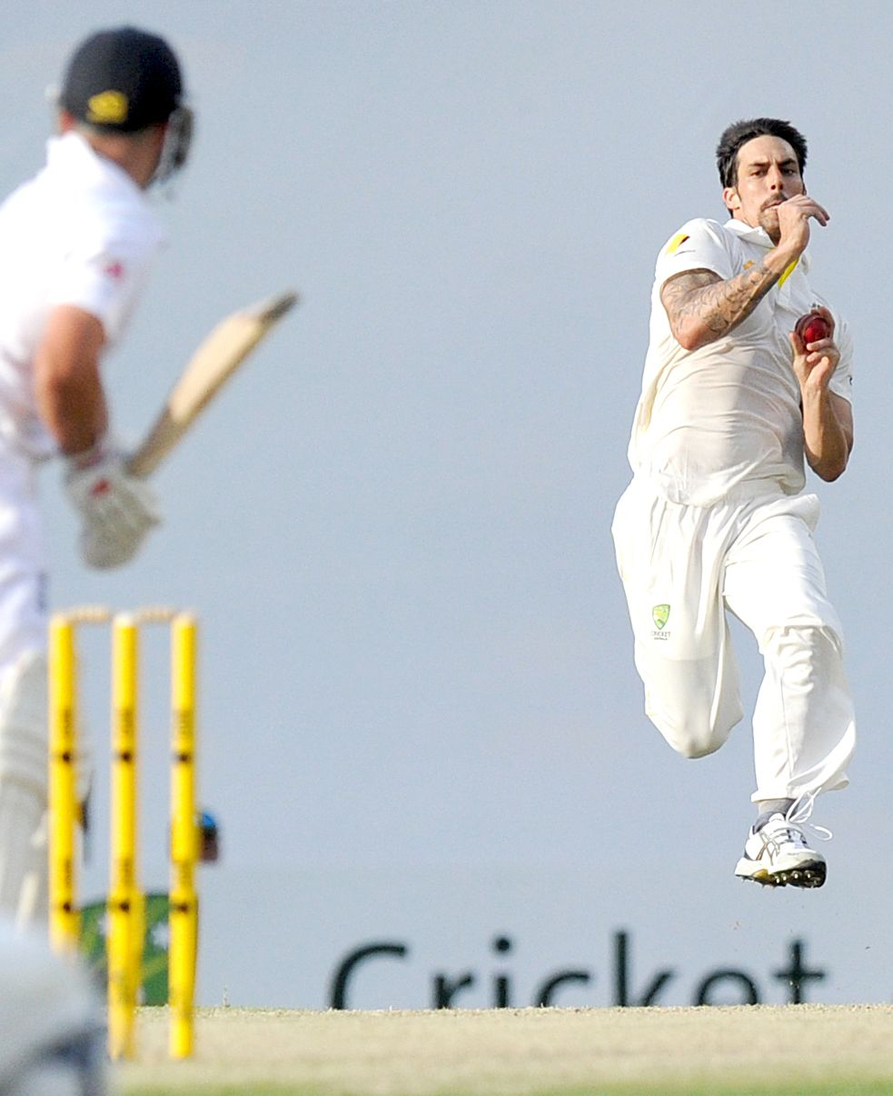 Cricket bowler running in to bowl the ball