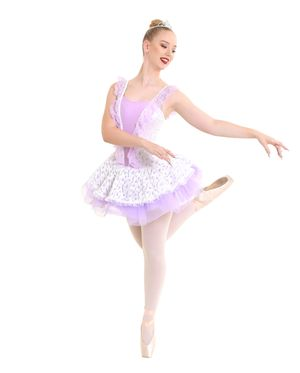 Ballerina on pointe with arms to the side