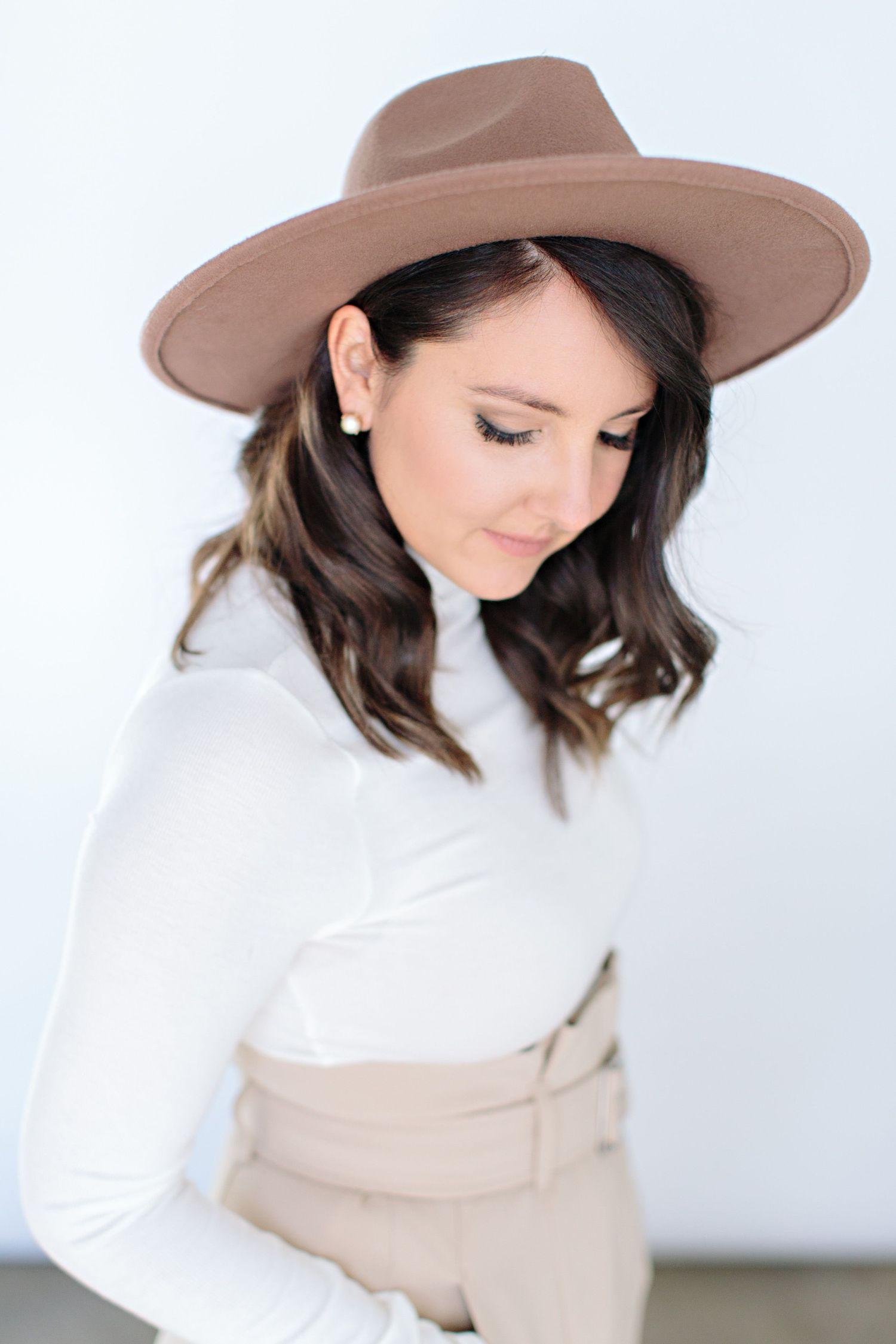 tan large brim hat