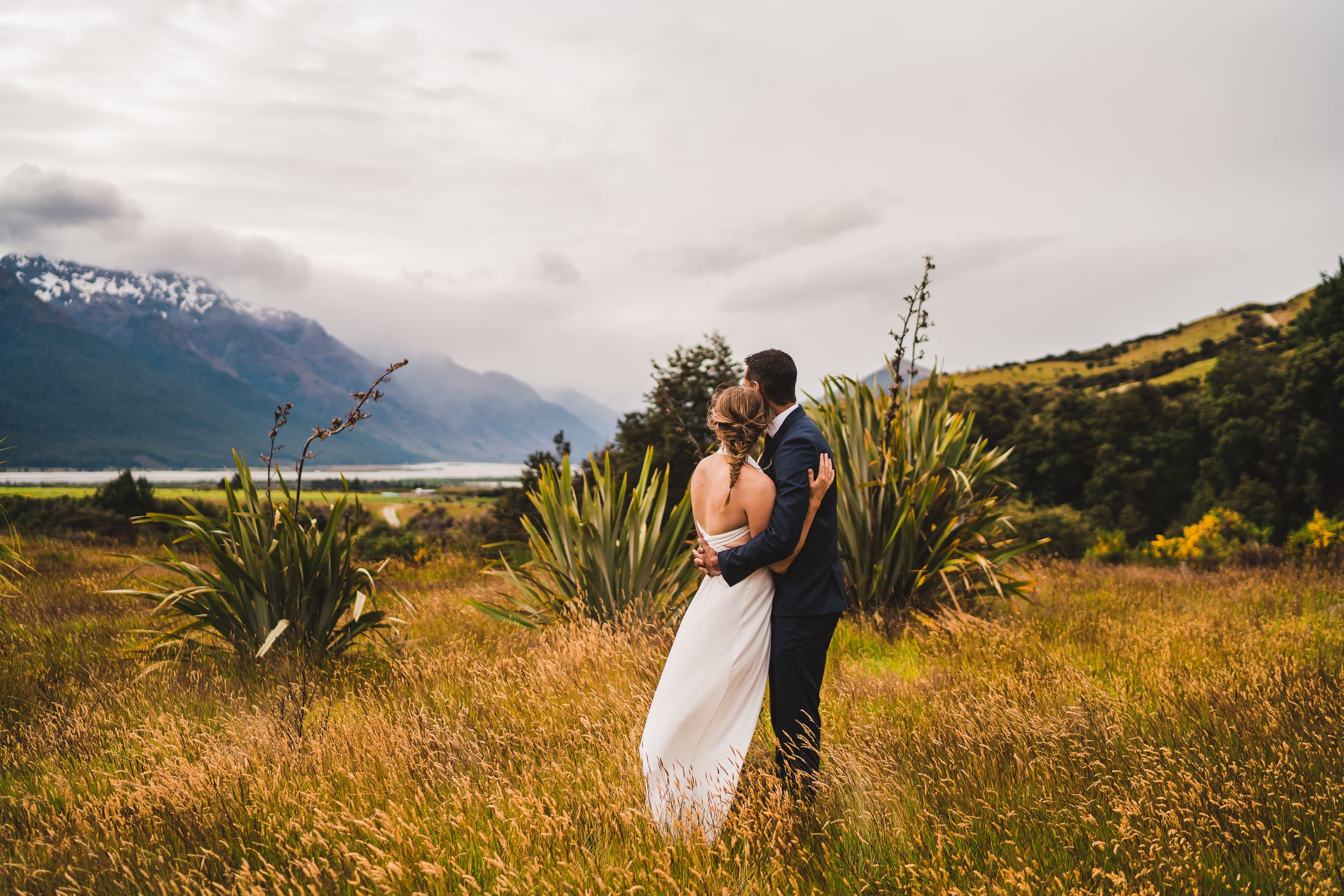 Photographer Maria Karlsson Swedish Adventure Elopement Couple and mountains in new zealand Bridal gown