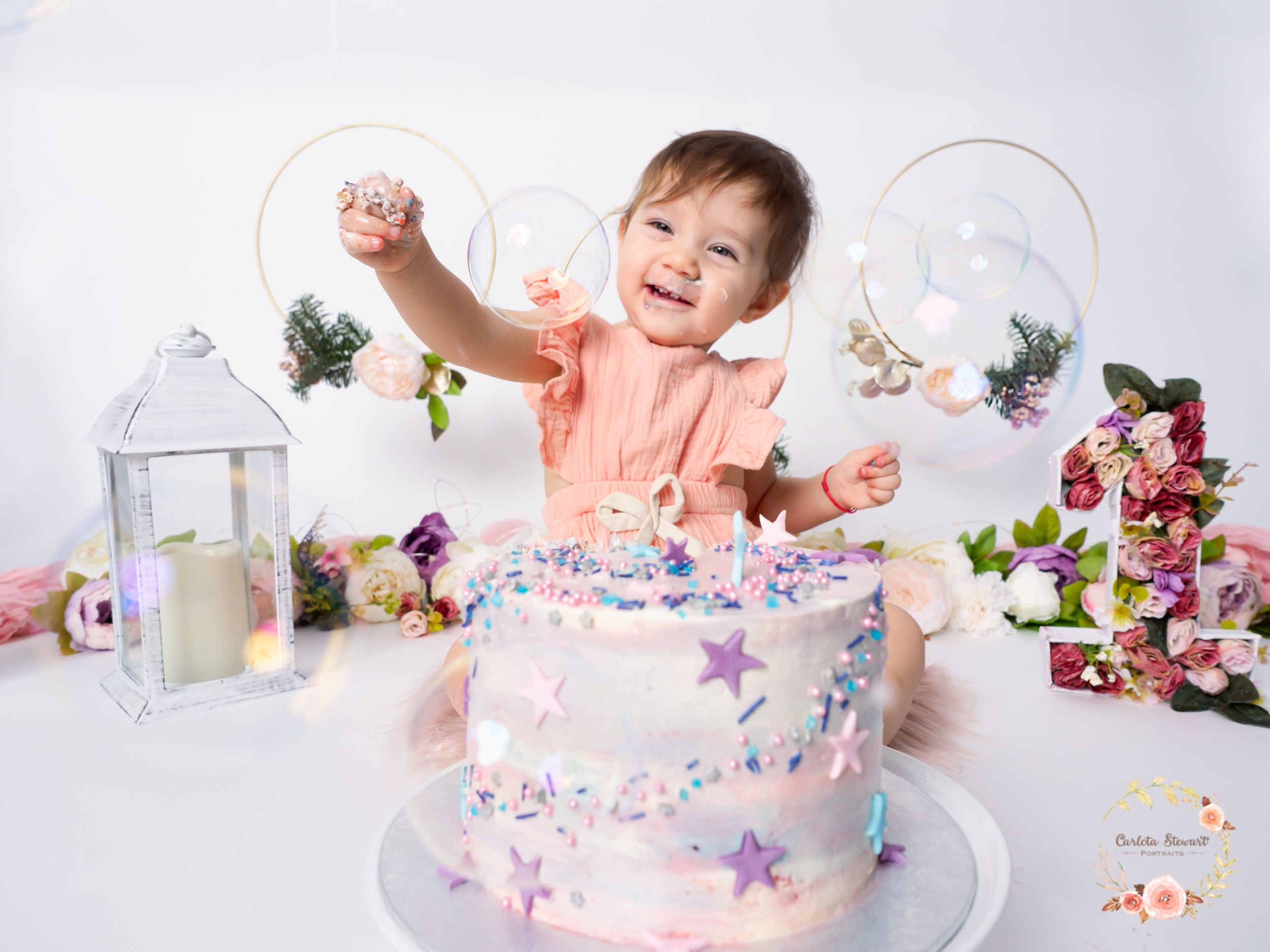 Baby girl celebrating a smash the cake in Baden, Fotostudio, Gumpoldskirchen, Austria
