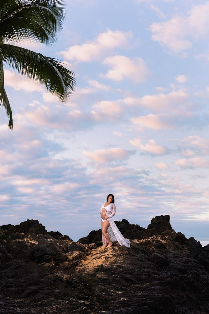 amazing maternity photo session on Maui's south shore