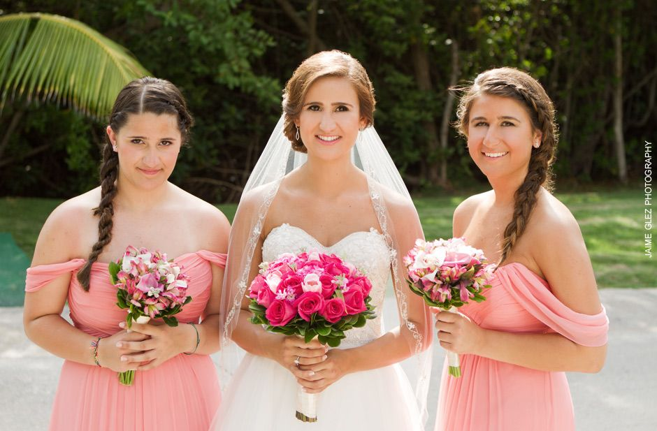 bride and bridesmaids at the moon palace