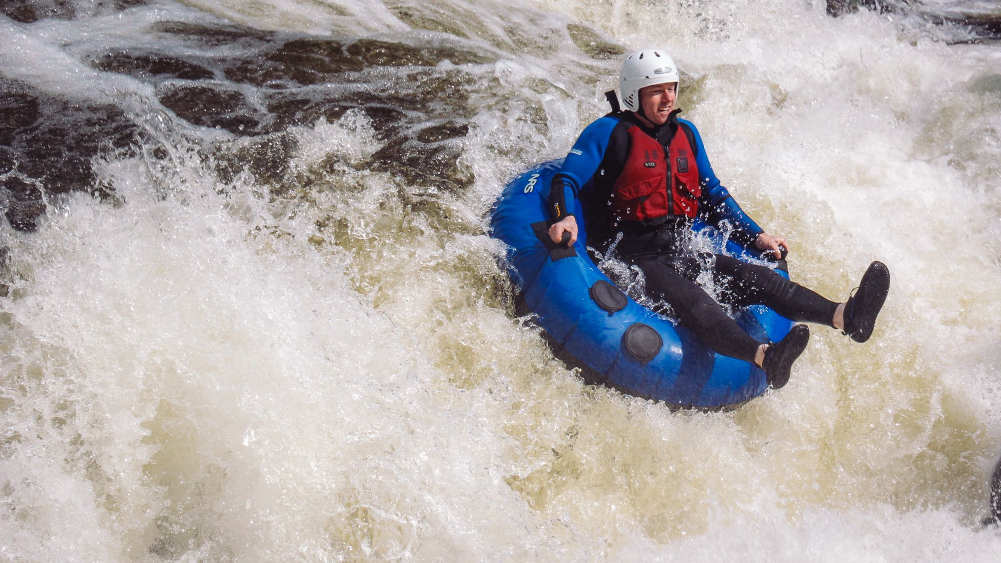 The Adventure Photographers Nae Limits Tubing Tummel