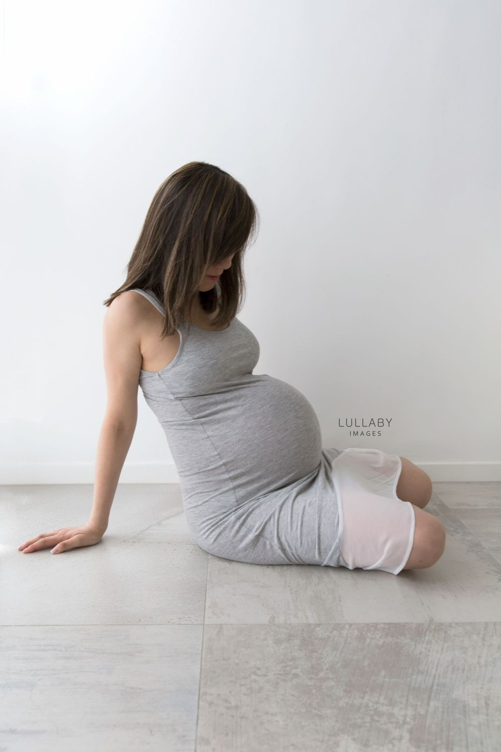 Hong Kong family maternity bump photographer Lullaby Images