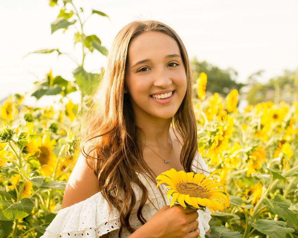Sunflower field senior girl pictures in Valley & Omaha, NE