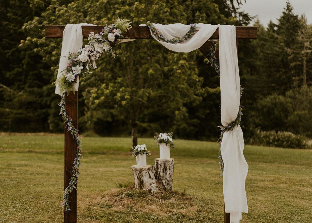 Photo by Kelsie Burke Photography of the wedding altar