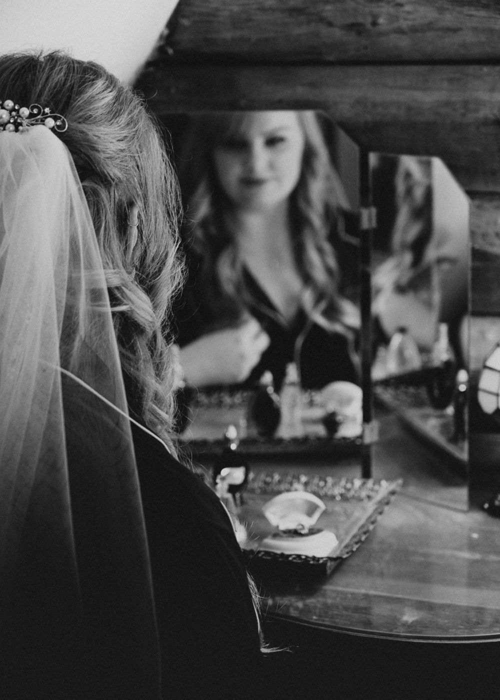 Photo by Kelsie Burke Photography of the bride getting ready