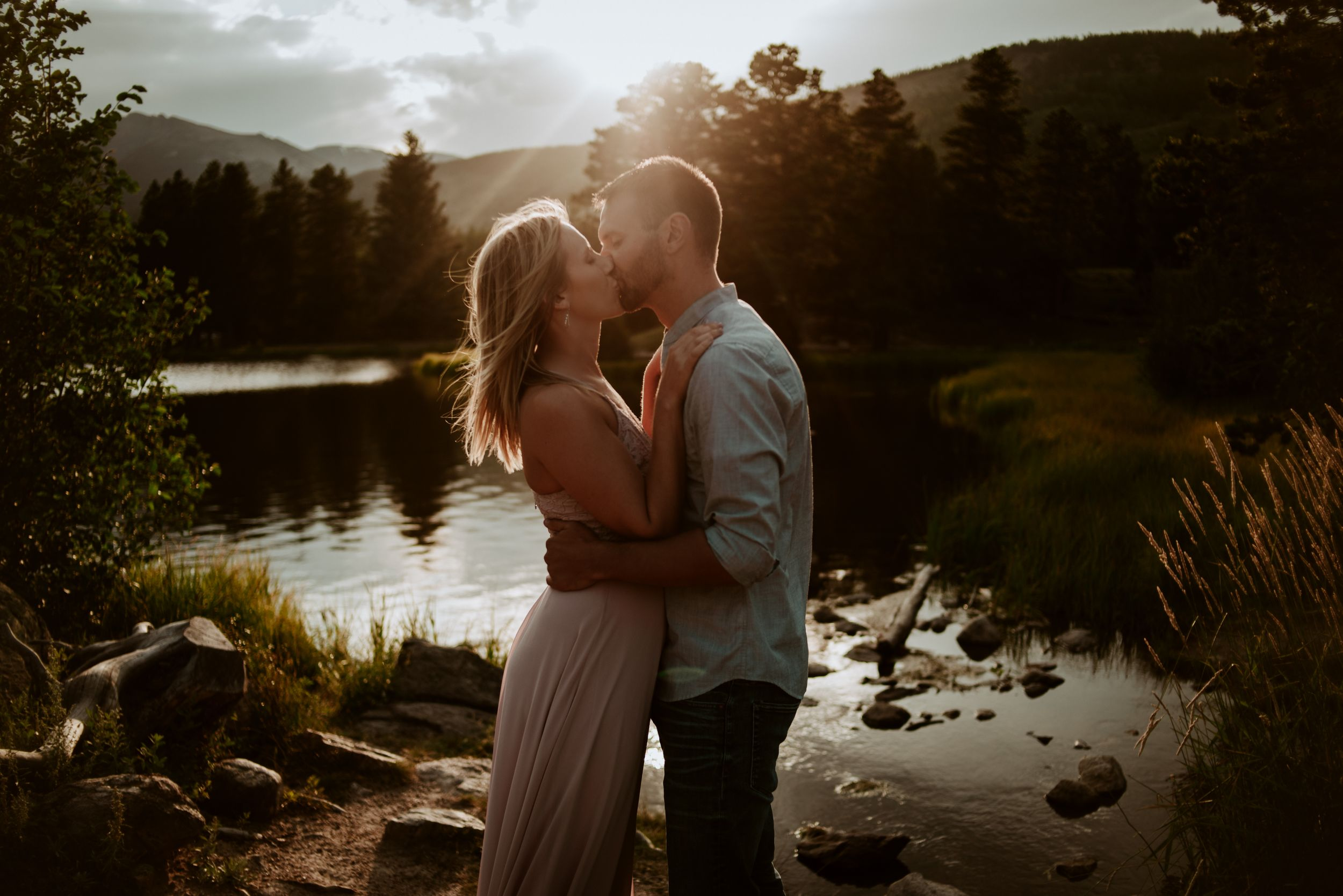 fort collins engagement photographer, mountain engagement session at picknic rock in fort collins