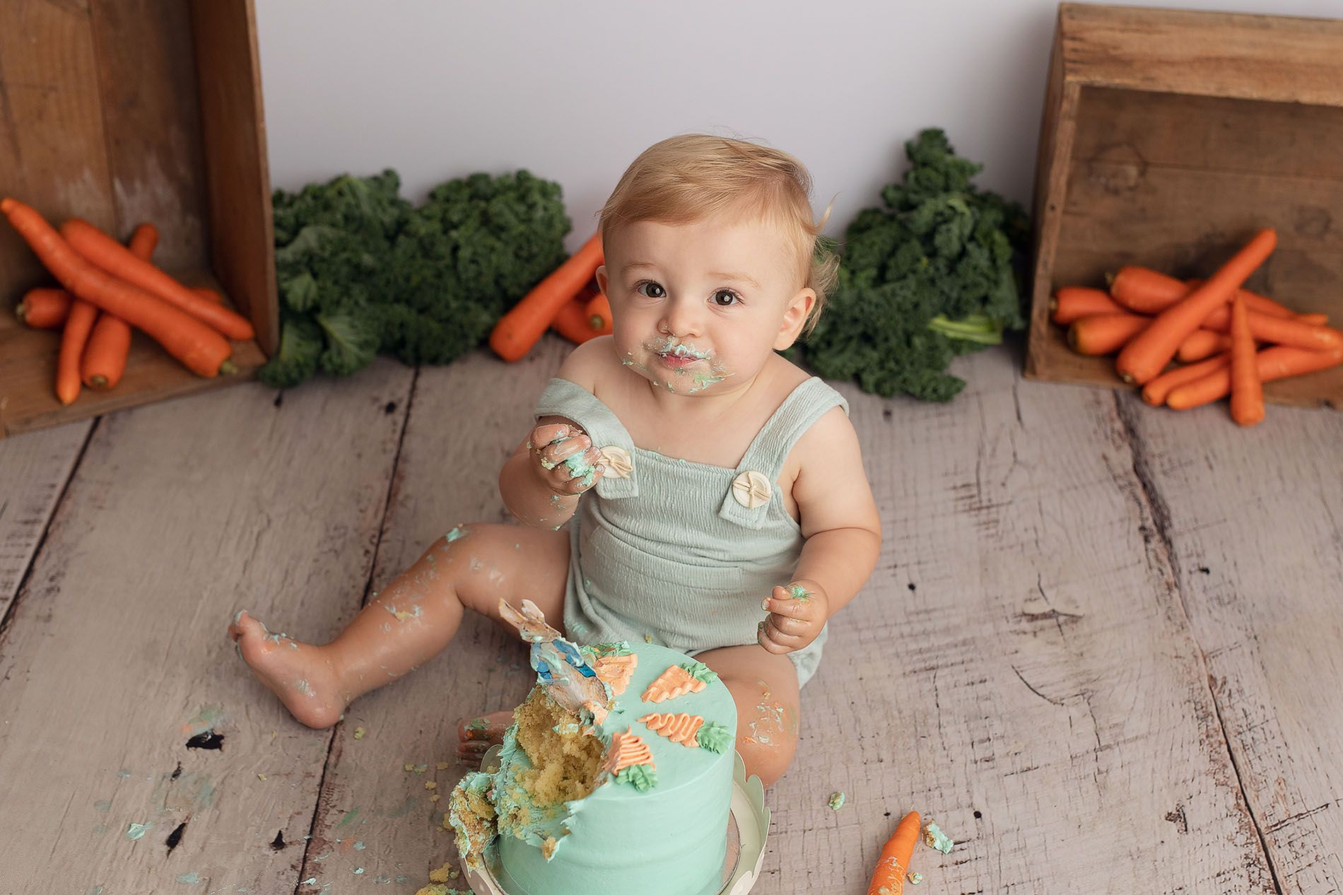 Little Brown Rabbit Photography - Baby photographer in Perth - boy doing cake smash