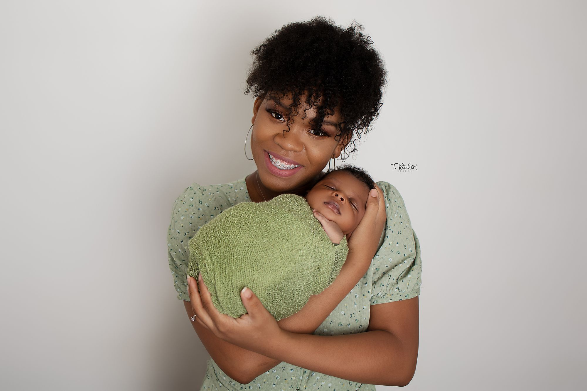 mothers day first time mom parent shots newborn photographer st. simmons island