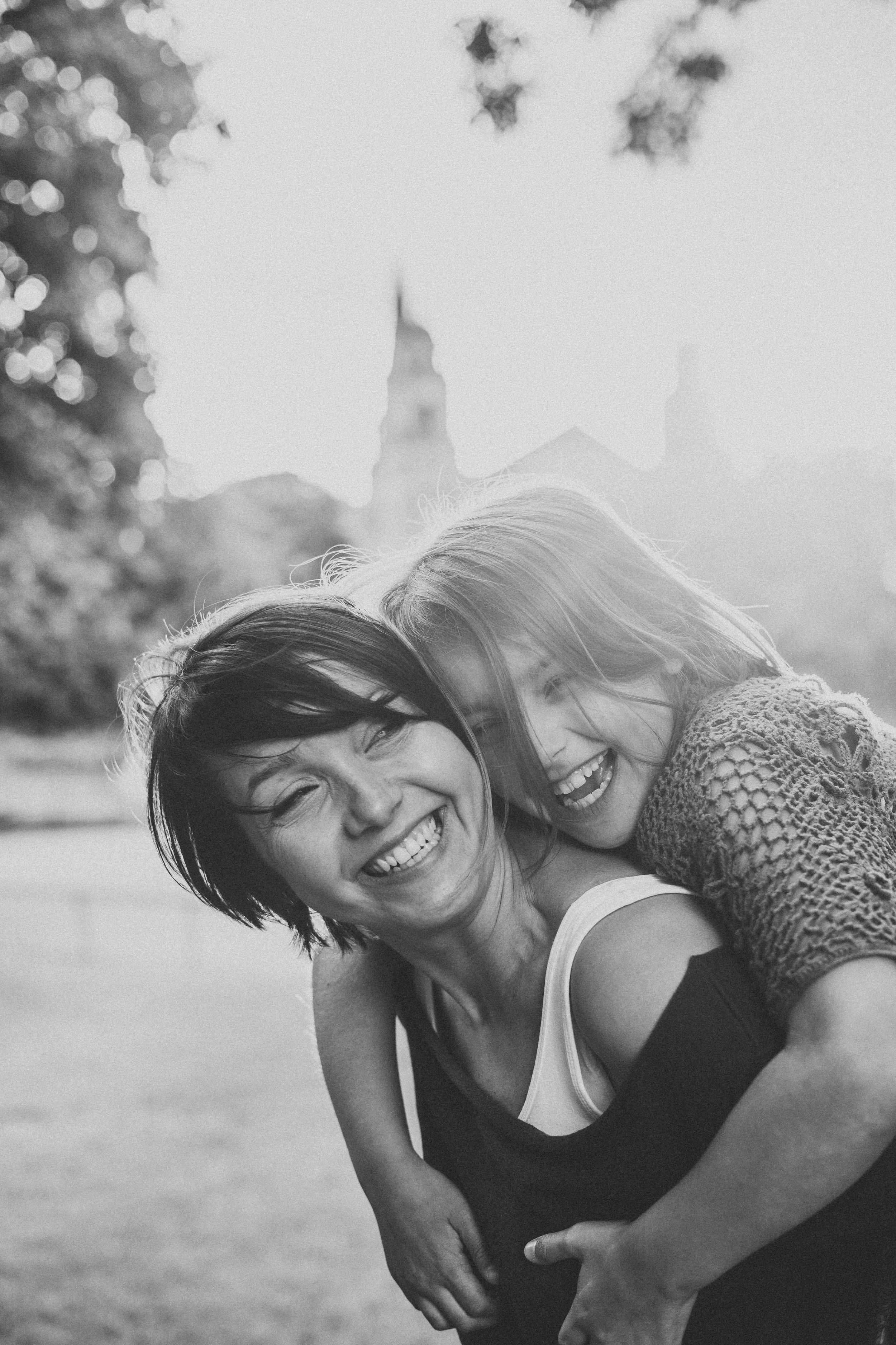 Edinburgh family & newborn photographer, daughter and mum, eyes, black and white, mum and daughter photo, family photo i