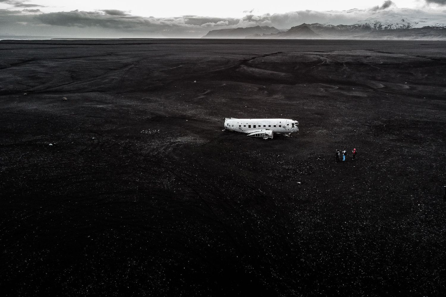 exploring famous Icelandic crashed plane during elopement