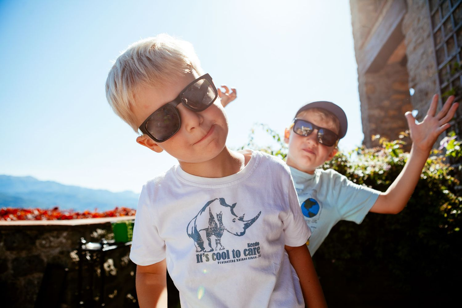 brothers hang out on holiday in Tuscany, family portrait photography
