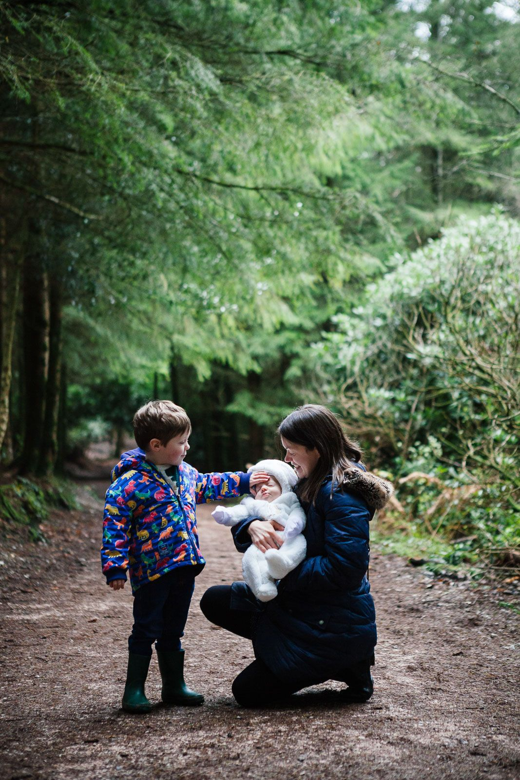 touching family moments photographed by destination photographer Elizabeth Armitage in Devon woodlands