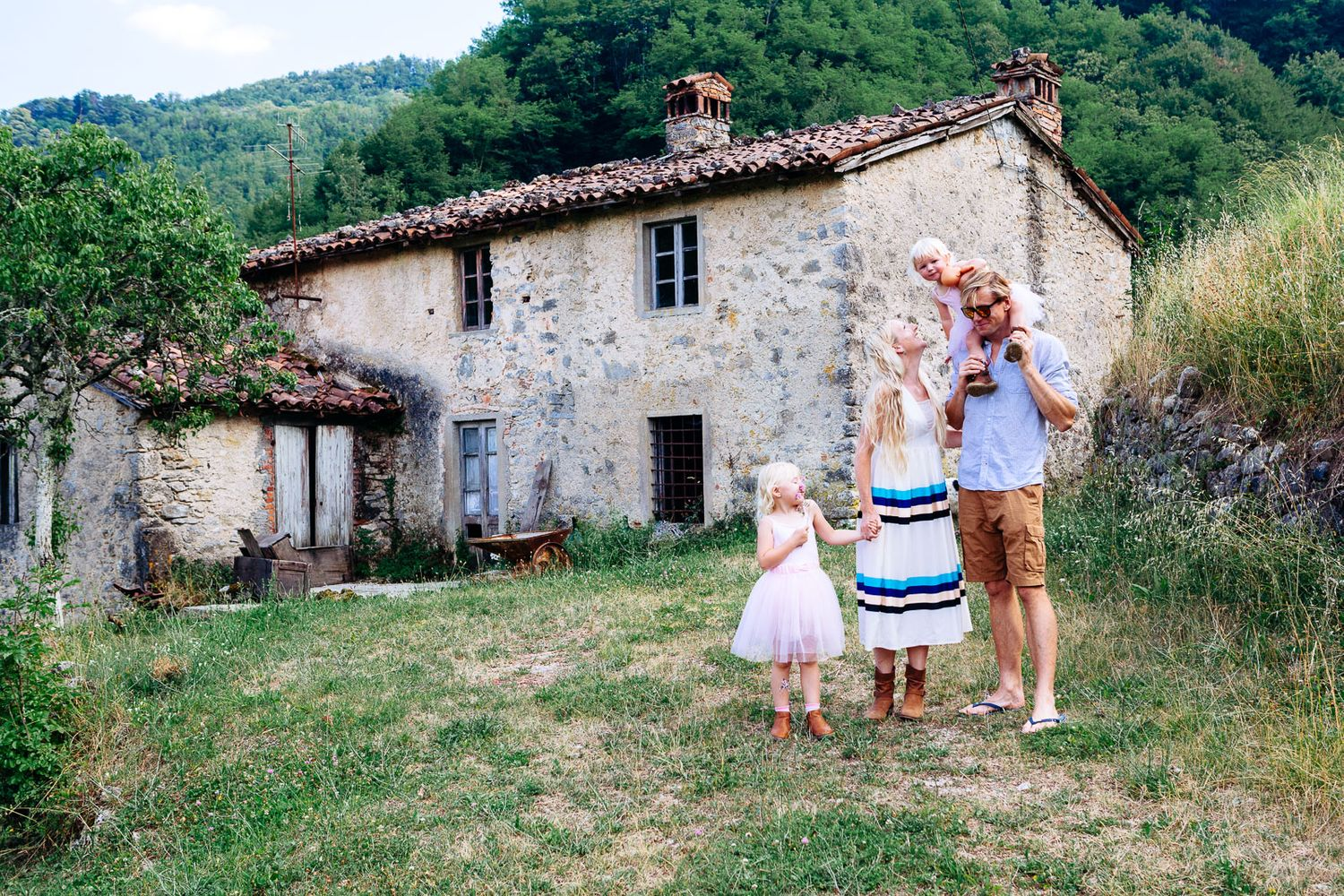 Tuscany family photography near Barga Lucca Garfagnana lifestyle portraits