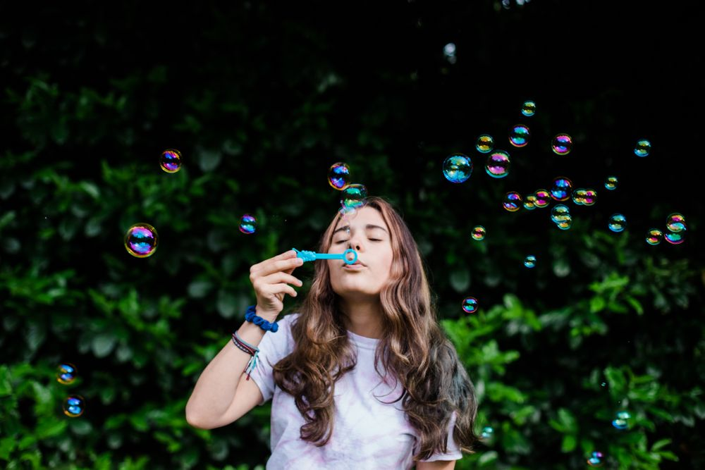 Photographing Bubbles | Tips and Tricks by Lenka Vodicka of Lenkaland Photography | Create Portraits