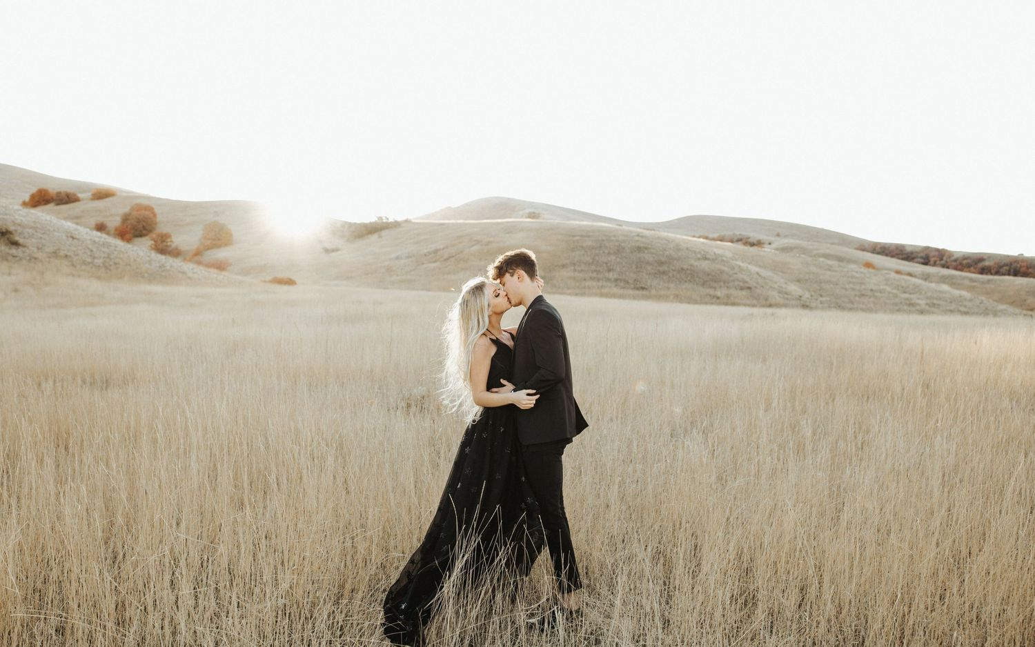 sunrise utah mountains couple shoot black all black outfit inspiration posing utah elopement photographer