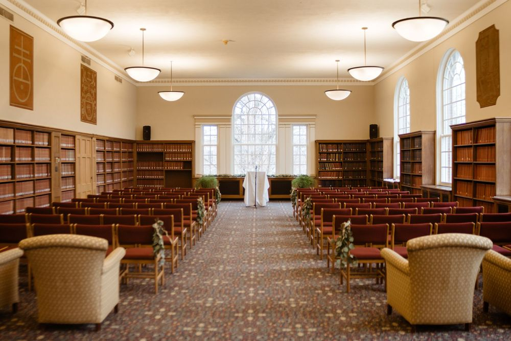 ceremony-location-cowles-library-desmoines-iowa-raelyn-ramey-photography