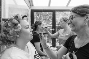 bride having lipstick applied, Robert Nelson Wedding Photography