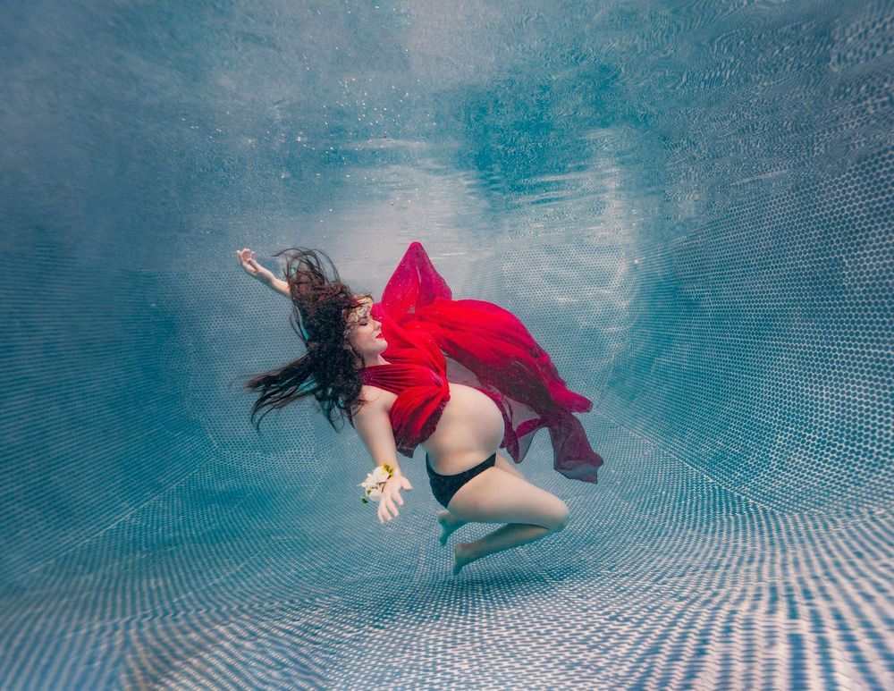 underwater maternity photos arizona scottsdale