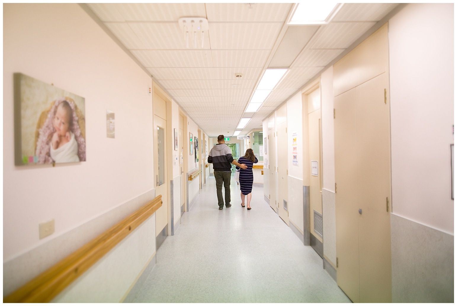 New parents walking to nicu in hospital during a Fesh48 Session by Stacey Lake Photography
