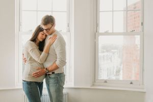 indoor maternity photo, natural light, family togther