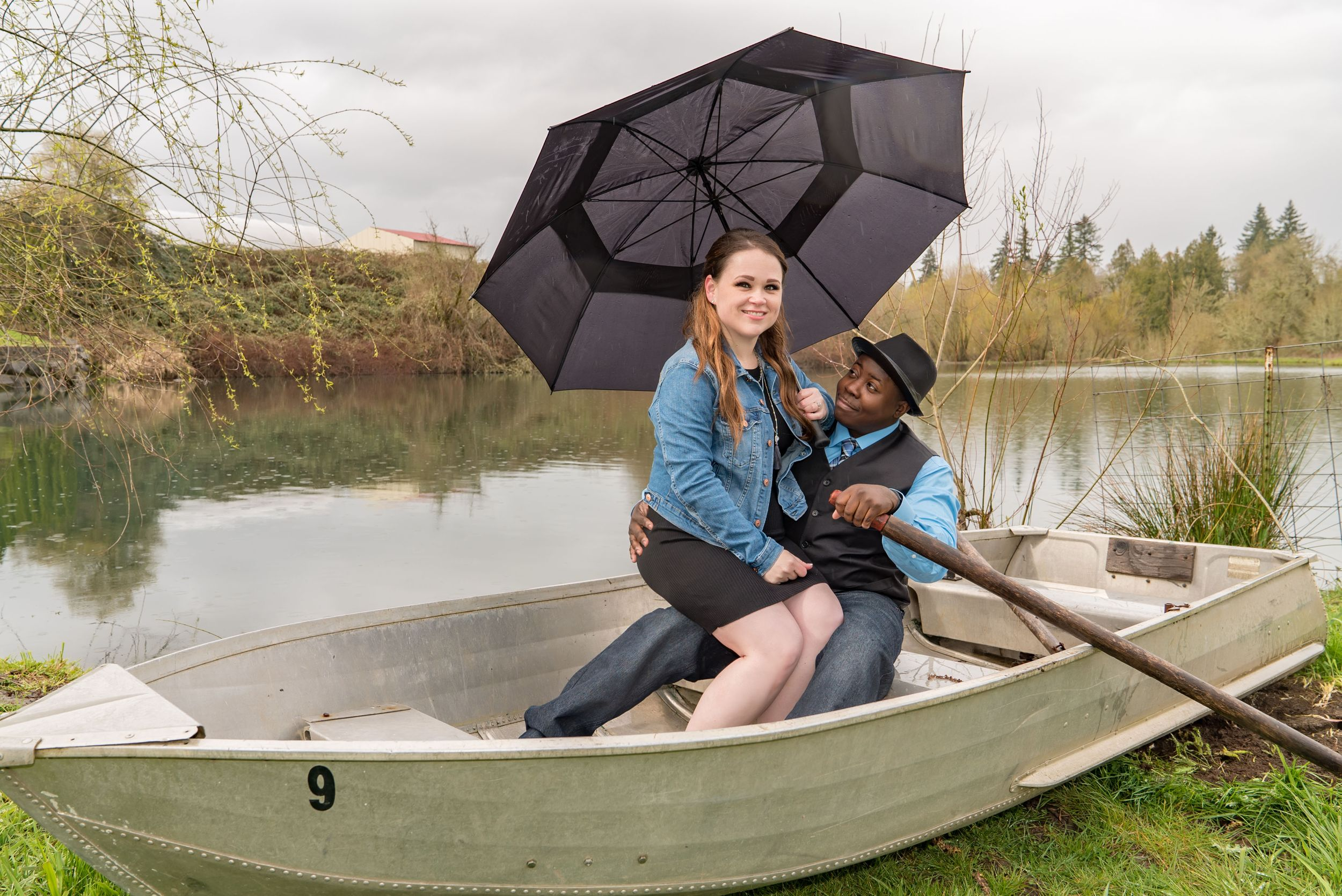 portrait in a boat - Engagement photography